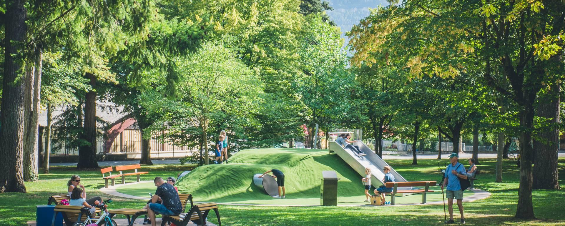 Jeux pour enfants au parc de la Victoire