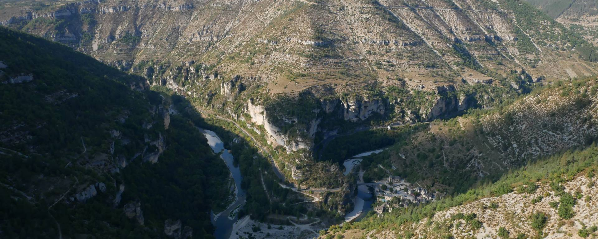 Panorama du Mas Saint-Chély, gorges du Tarn