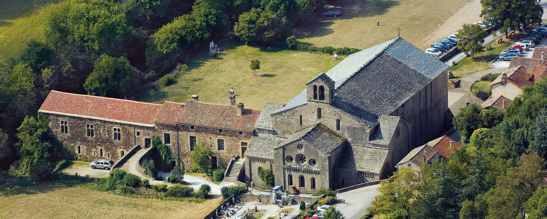 Abbaye de Sylvanès vue du ciel