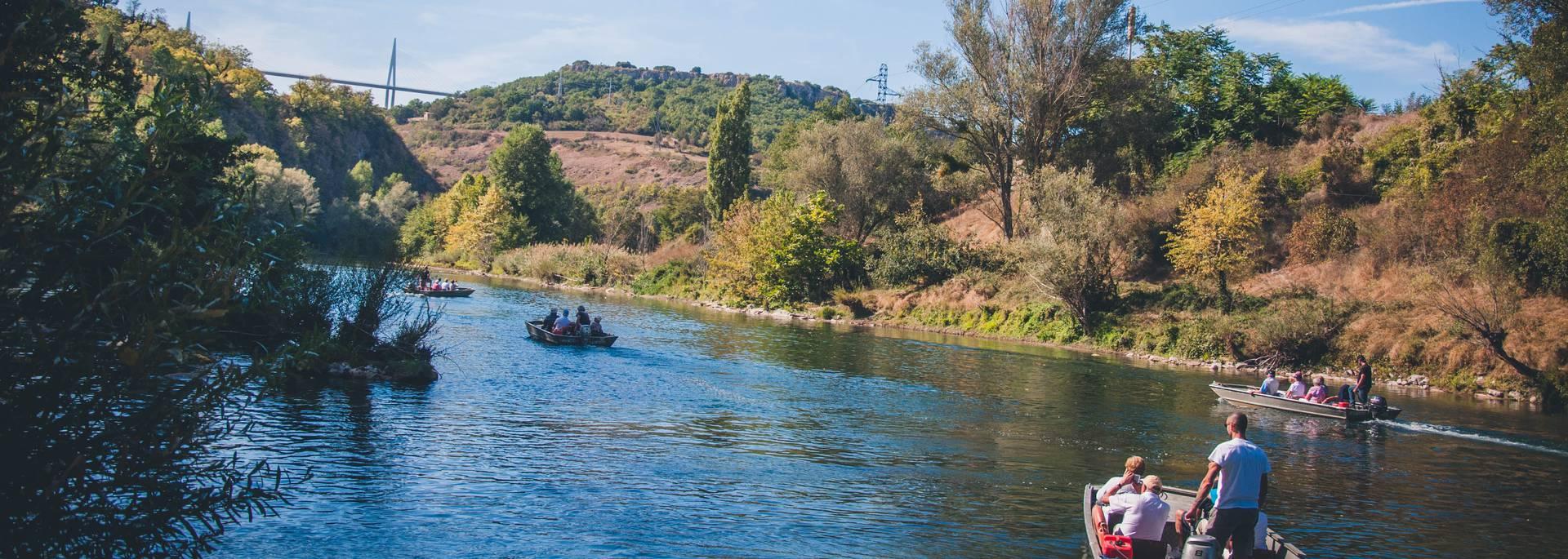 Naviguer avec les bateliers du viaduc de Millau