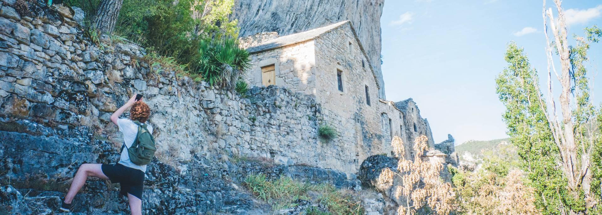 Eglazines, village perché des Gorges du Tarn
