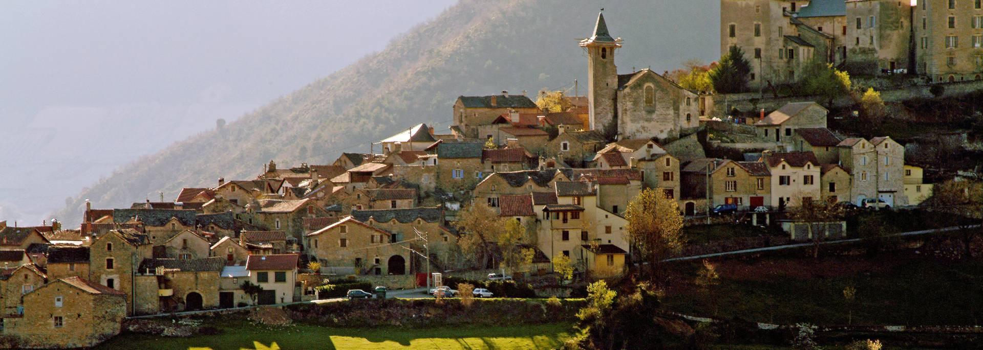 Village perché de Mostuéjouls