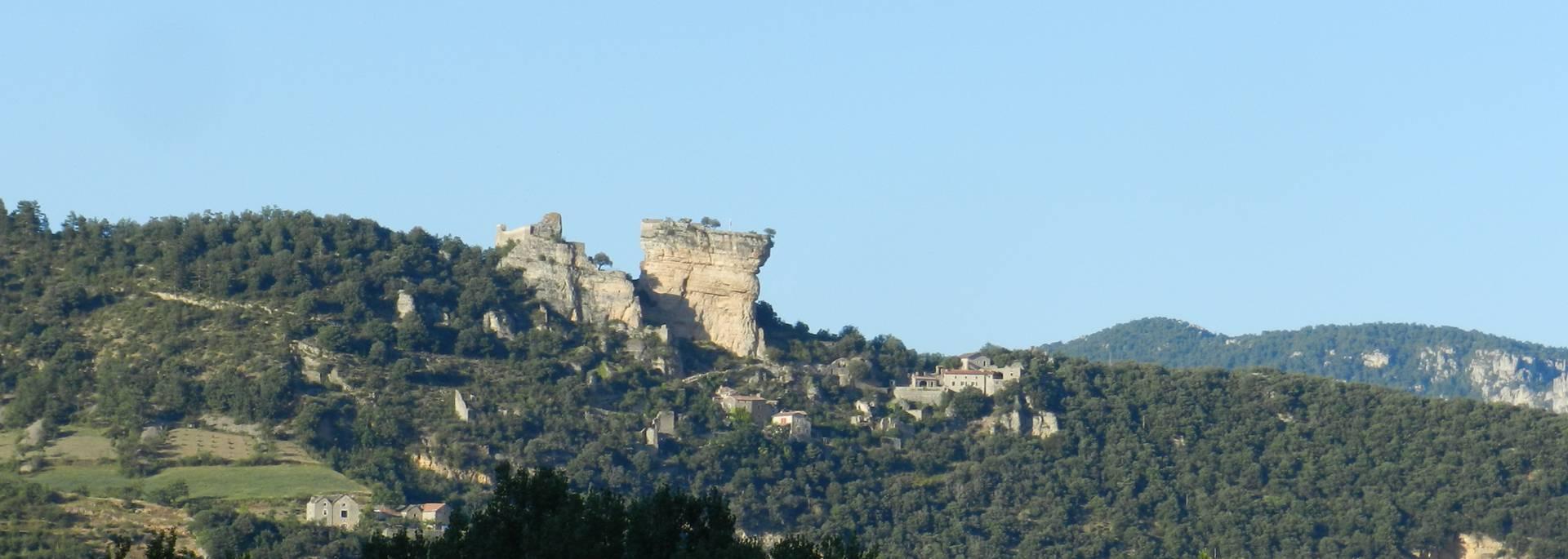 Vue lointaine du Château de Peyrelade