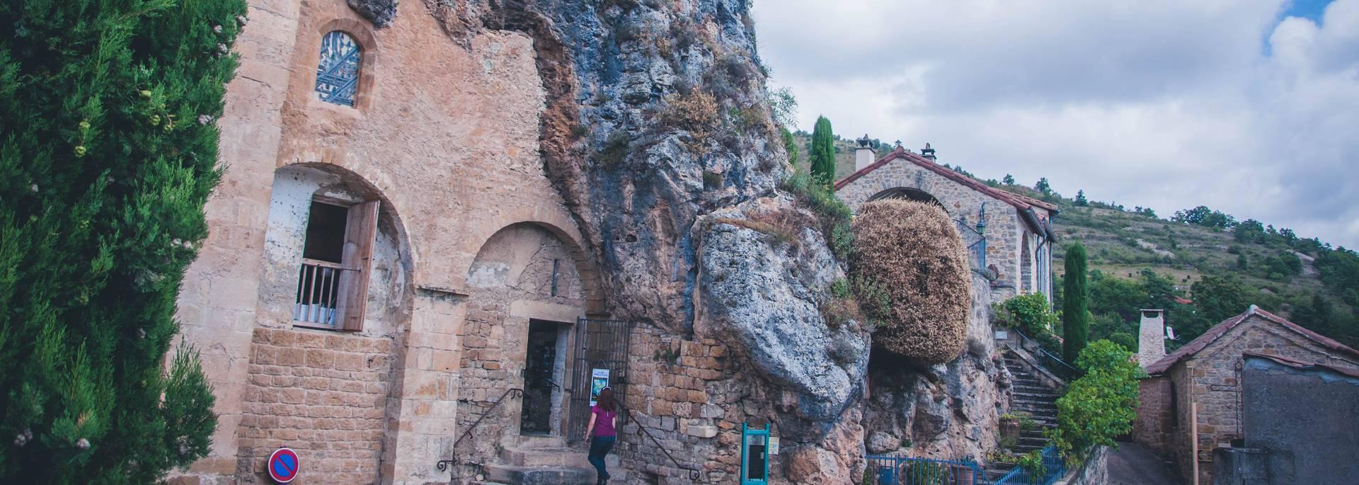 église semi-troglodytique de Peyre