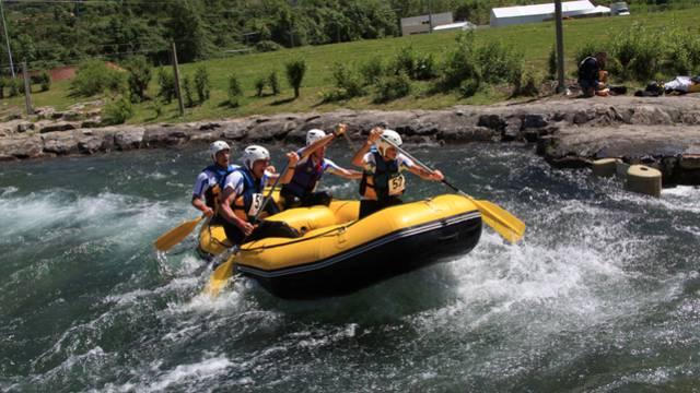 Rafting groupe stade d'eaux vives de Millau
