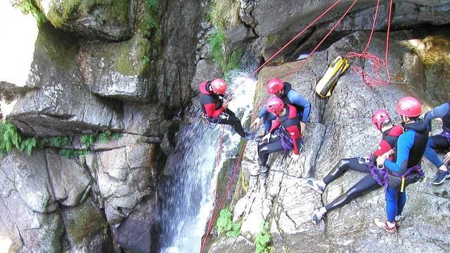 Prêt pour le grand saut? Dans nos canyons les sensations fortes sont garanties!