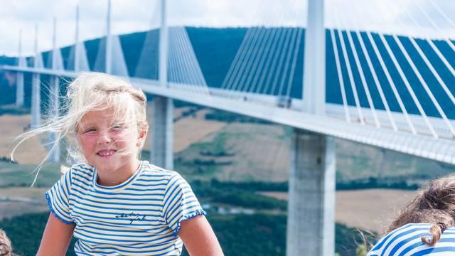 Vue du belvédère de l'aire du Viaduc de Millau