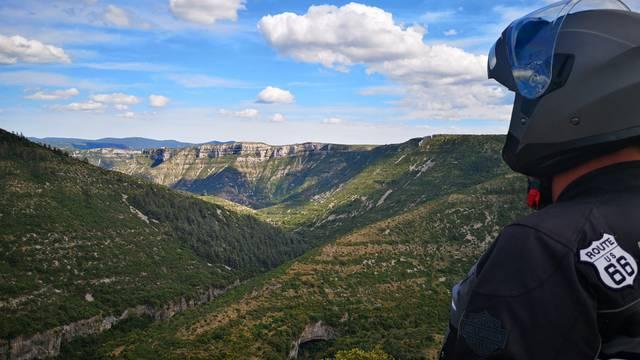 8 Itinéraires à moto autour de Mllau