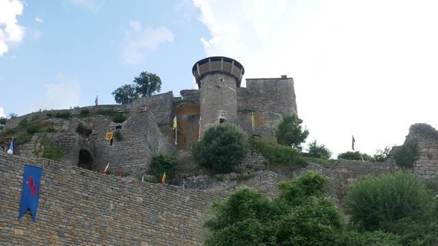 Visiter le Château de Peyrelade et faites un voyage dans le temps.
