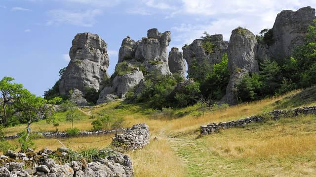 Sur le Causse Noir venez découvrir le Chaos de Roquesaltes.