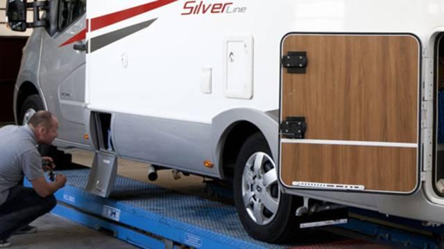 Camping-car en réparation