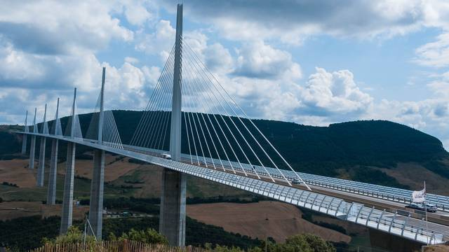 Traverser le Viaduc de Millau