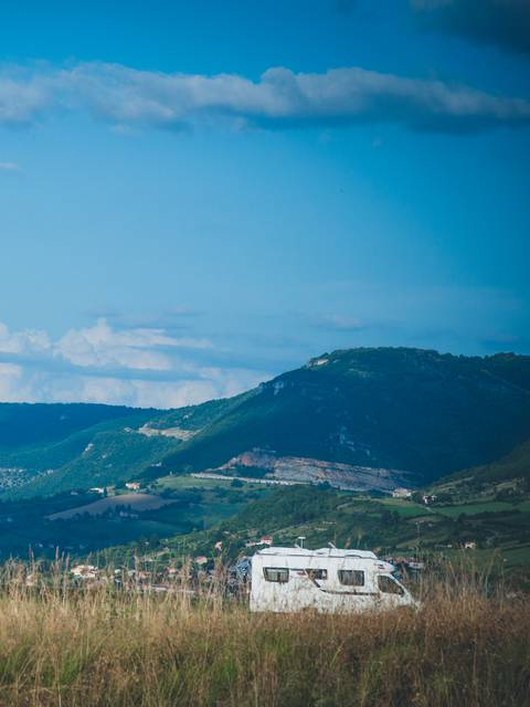 Sous le Viaduc de Millau en camping car