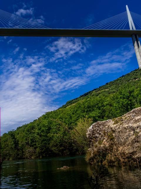 Le Viaduc de Millau de haut en bas