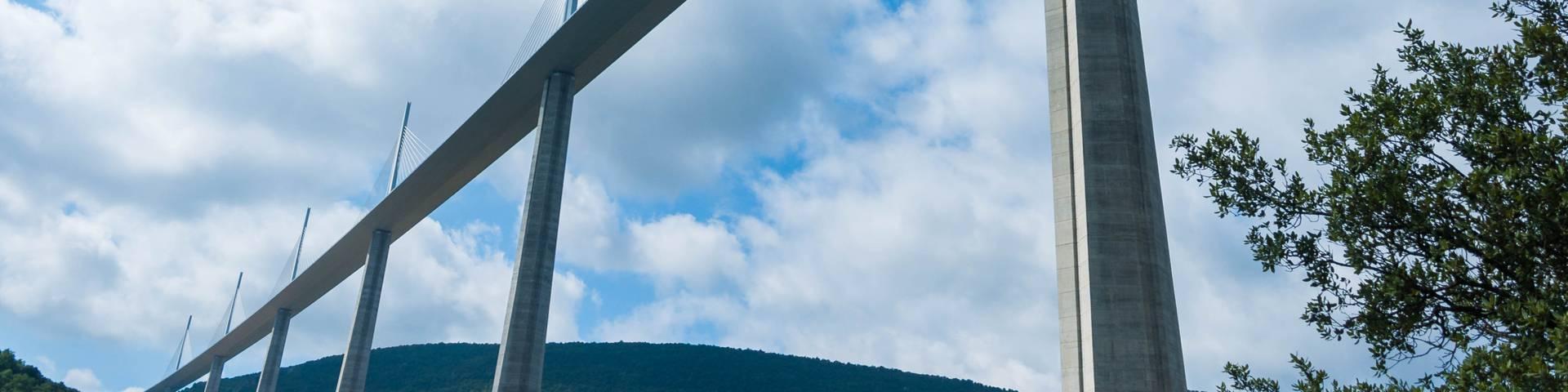 le Viaduc de Millau vu d'en bas
