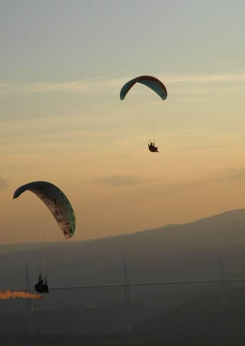 Voler au dessus du Viaduc de de la ville de Millau