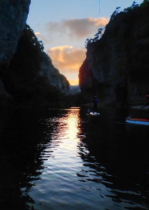 Sensations nouvelles en paddle de nuit dans les Gorges du Tarn