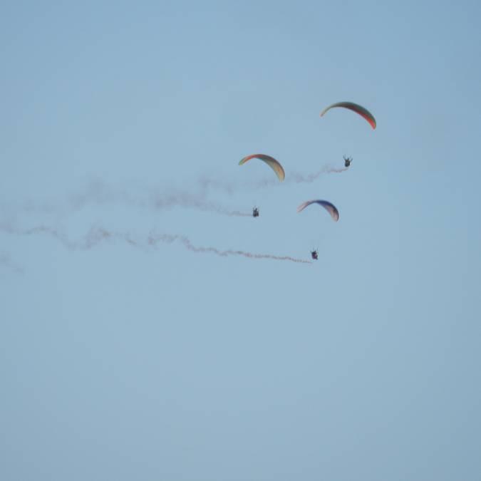 Les parapentes font leur show dans le ciel de Millau!