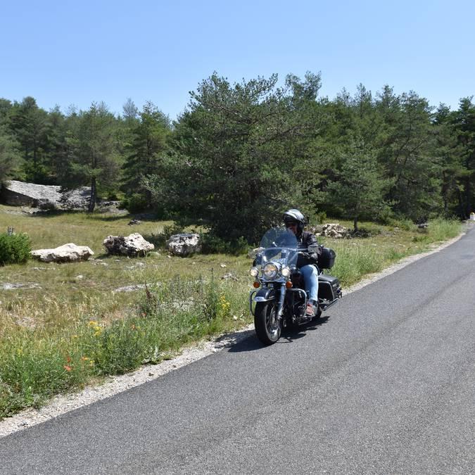 Causse noir à moto