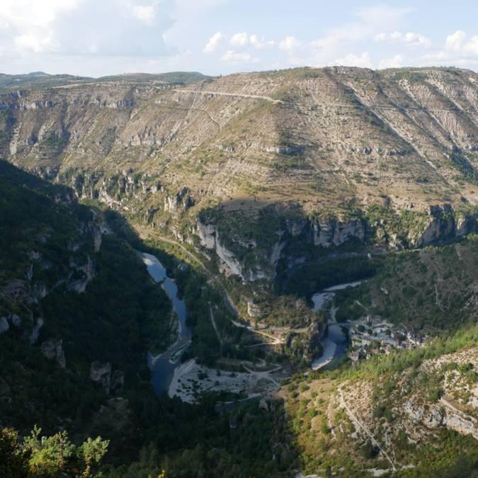 Panorama de Saint-Chély dans les gorges du Tarn